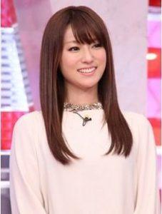 ストレートヘアの深田恭子さん